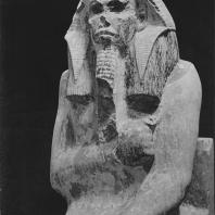 Статуя Джосера, найдена в сердабе на ступенчатой пирамиде. Известняк. III династия. Египетский музей в Каире. Фото: Анджей Дзевановский