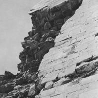 Угол пирамиды фараона Снофру в Дашуре. IV династия. Фото: Анджей Дзевановский
