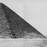 Две пирамиды Снофру в Дашуре. Вид с юга. Фото: Анджей Дзевановский
