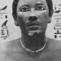 Фараон Рахотеп. Полихромный известняк. Статуя найдена в Медуме. IV династия. Египетский музей в Каире. Фото: Анджей Дзевановский