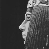Принцесса Нофрет, жена Рахотепа. Полихромный известняк. Статуя найдена в Медуме. IV династия. Египетский музей в Каире. Фото: Анджей Дзевановский