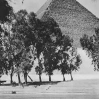Пирамида Хеопса в Гизе. Вид с северо-востока. Фото: Анджей Дзевановский