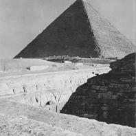 Пирамида Хеопса. Вид со стороны сфинкса. Фото: Анджей Дзевановский