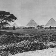 Вид на пирамиды в Гизе с востока. Фото: Анджей Дзевановский