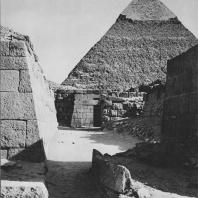 Пирамида Хефрена в Гизе, вид с западного кладбища. Фото: Анджей Дзевановский