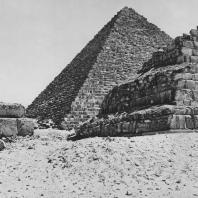 Пирамида Микерина в Гизе. Вид с запада. Фото: Анджей Дзевановский