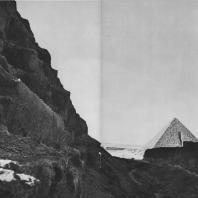 Пирамида Микерина в Гизе. Вид с пирамиды Хеопса. Фото: Анджей Дзевановский