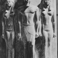 Триада Микерина. IV династия. Египетский музей в Каире. Фото: Анджей Дзевановский
