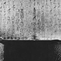Тексты в погребальной камере пирамиды Униса в Саккаре. V династия. Фото: Анджей Дзевановский