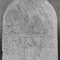 Вотивная стела Тутмосидов. Известняк. XVIII династия. Египетский музей в Каире. Фото: Анджей Дзевановский