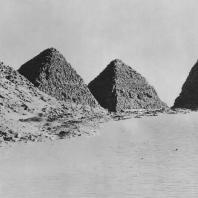 Пирамидальный комплекс в Нури (Нубия, Судан). Королевство Мероэ, период Напата (656-295 гг. до н. э.). Фото: Анджей Дзевановский