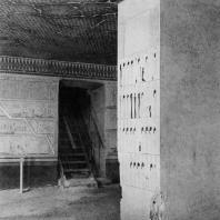 Фивы. Египет. Долина царей. Гробница Тутмоса III. Помещение для саркофага. Фотограф: Анджей Дзевановский