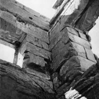 Фивы. Египет. Мединет-Абу. Внутренний вид триумфальных ворот Рамсеса III. Фотограф: Анджей Дзевановский