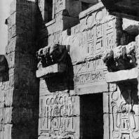 Фивы. Египет. Мединет-Абу. Декор наружных стен триумфальных ворот Рамсеса III. Фотограф: Анджей Дзевановский