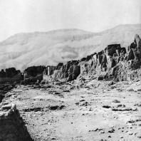 Фивы. Египет. Мединет-Абу. Руины города в пределах крепостных стен. Фотограф: Анджей Дзевановский